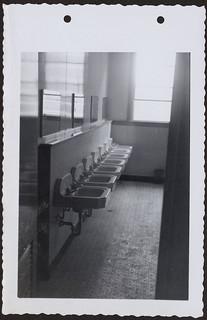 Bishop Horden Memorial School, dormitory washroom, Moose Factory Island, Ontario / École Bishop Horden, toilettes du dortoir, Moose Factory Island (Ontario)