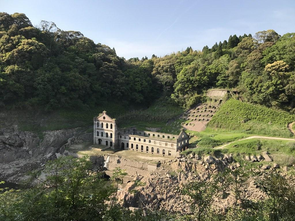 ドイツの古城のような佇まいの曽木発電所遺構