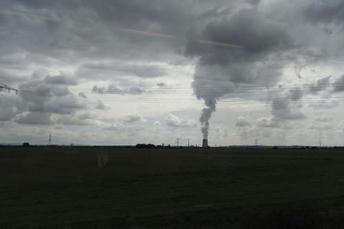 20100902 174 Jakobus Heimfahrt Kraftwerk Rauch Strommast Wolken_Kunst