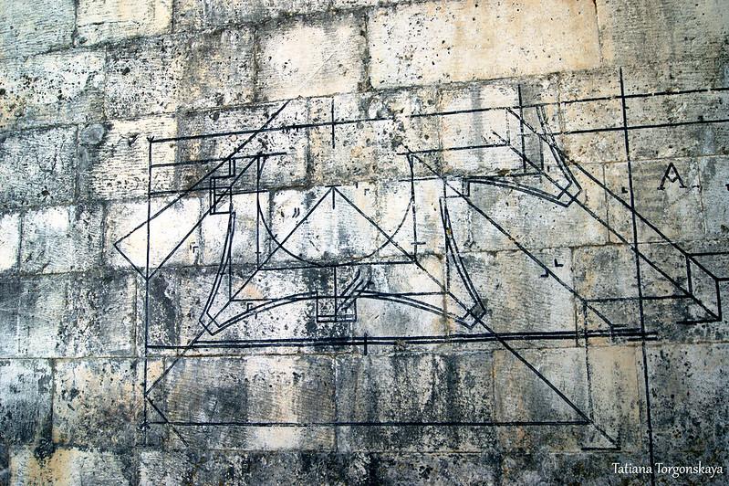 Чертежи на стенах церкви Рождества Богородицы