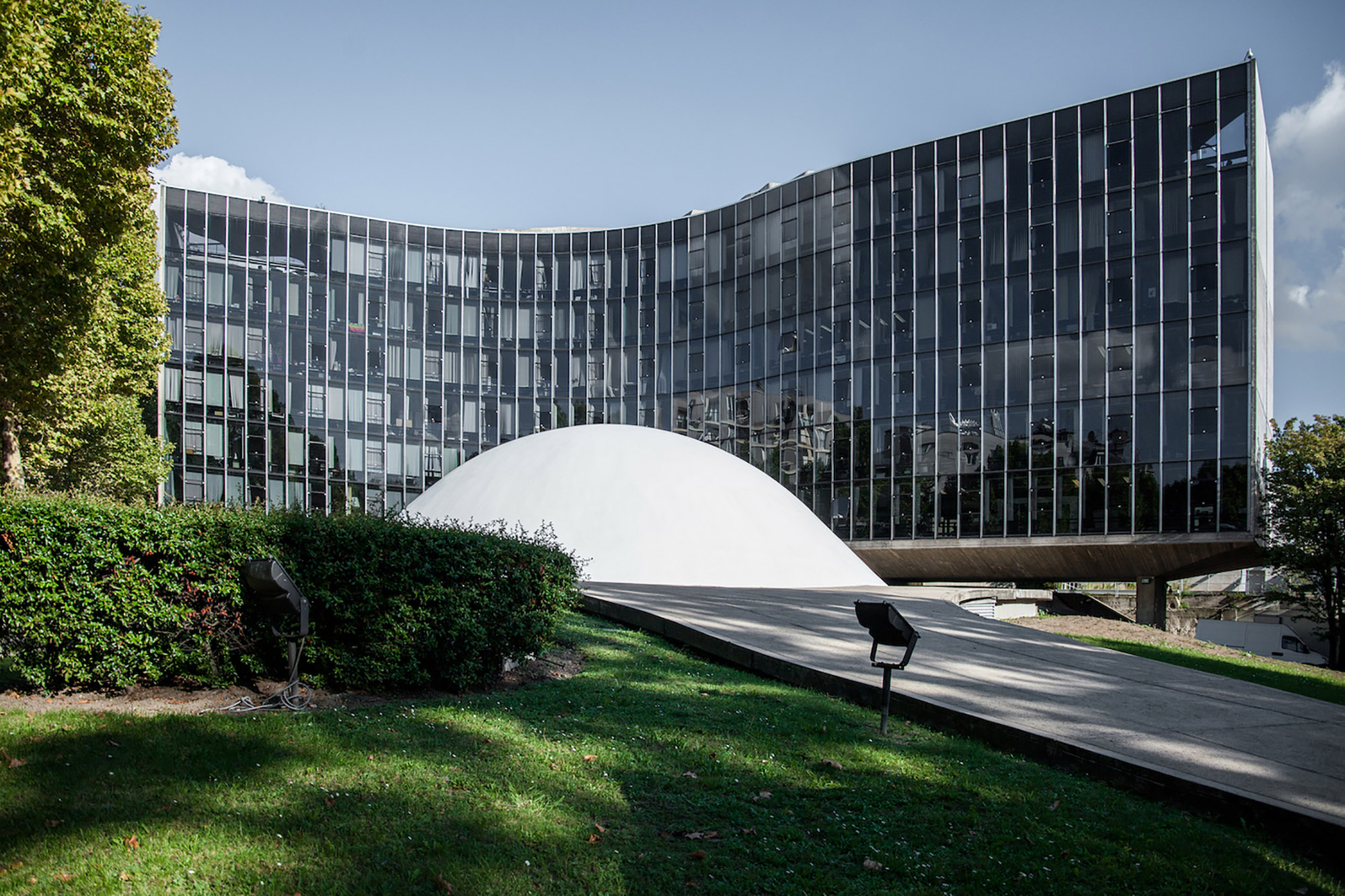 French Communist Party Headquarters  design by Oscar Niemeyer