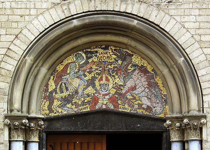 1280px-St_Georg_Köln_Eingang_Vorhalle_Mosaik