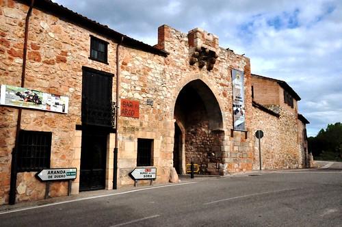 Ayllón (Segovia-España). Arco de la muralla