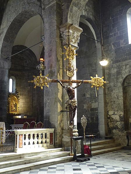 étonnant crucifix