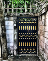 Door at the end of a tiny soi... It's like the secret garden back there #bangkok #urbanhiking