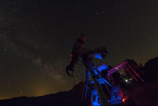 Telescopio y Vía Láctea