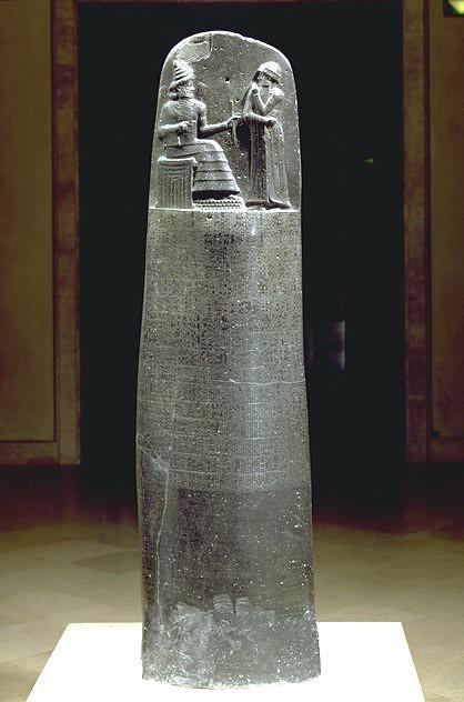 شكل (3)مسلة حمورابي المنحوتة من حجر الجرانيت  2100ق.م ، متحف اللوفر ، باريس
