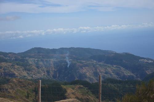 Blick hinunter in die Landschaft von Madeira