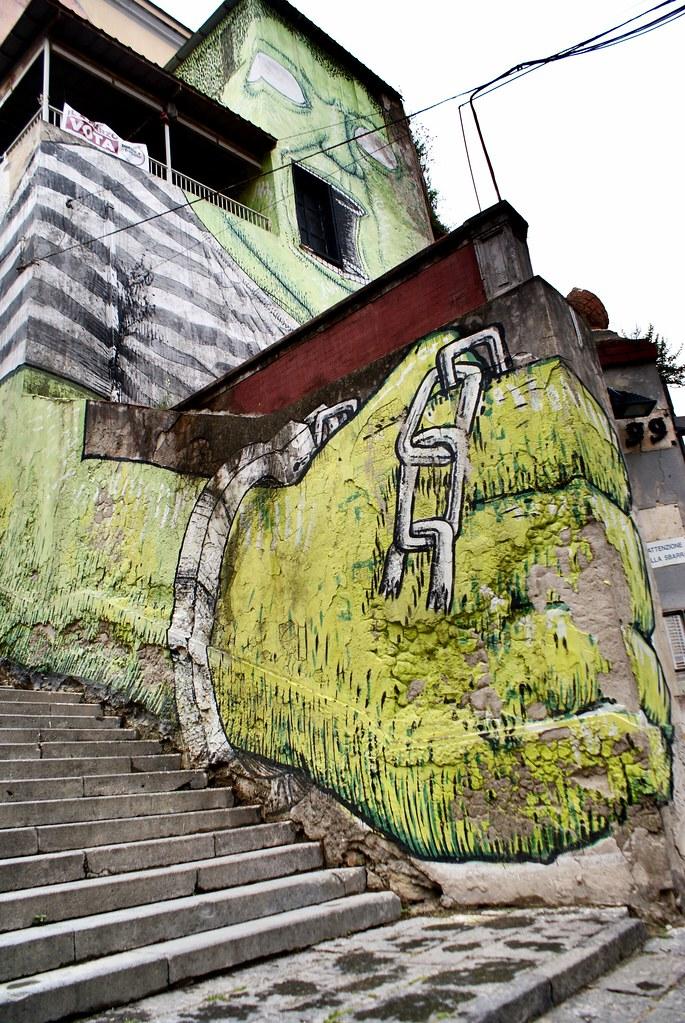 > Street art et oeuvre de BLU au quartier de la Sanita à Naples.