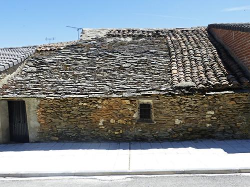 Hiendelaencina (Guadalajara). Mixtura de tejados.