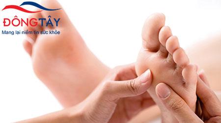 Biến chứng tiểu đường ở chân xảy ra do tuần hoàn máu kém và tổn thương thần kinh