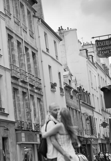 kiss by marais / paris