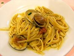 vegetarian food(0.0), bucatini(0.0), pici(0.0), capellini(0.0), bigoli(0.0), spaghetti alle vongole(1.0), spaghetti alla puttanesca(1.0), spaghetti(1.0), pasta(1.0), clam sauce(1.0), spaghetti aglio e olio(1.0), linguine(1.0), naporitan(1.0), fettuccine(1.0), produce(1.0), food(1.0), dish(1.0), chinese noodles(1.0), carbonara(1.0), cuisine(1.0),