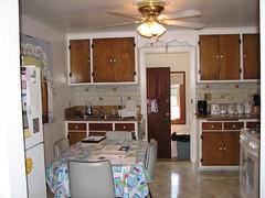 cuisine classique(0.0), farmhouse(0.0), living room(0.0), wood flooring(0.0), floor(1.0), kitchen(1.0), countertop(1.0), room(1.0), property(1.0), ceiling(1.0), dining room(1.0), interior design(1.0), hardwood(1.0), cabinetry(1.0), home(1.0),