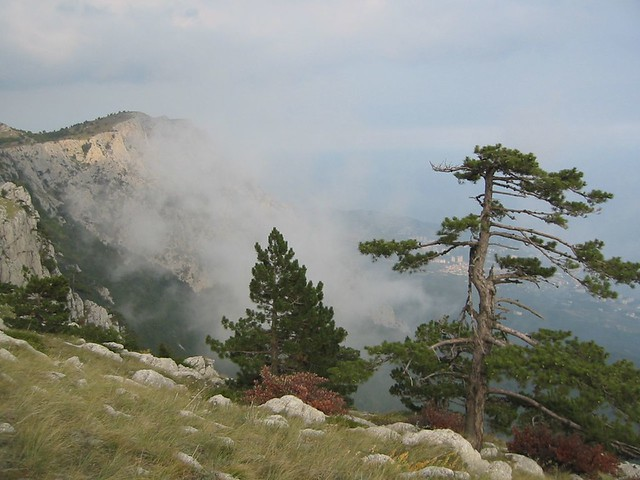 Crimean mountains by CC user argenberg on Flickr