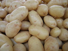 plant(0.0), common bean(0.0), vegetable(1.0), potato(1.0), produce(1.0), food(1.0), root vegetable(1.0),