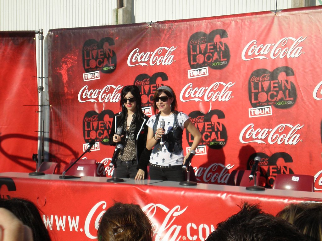 The Veronicas on the Coke Live Red Carpet