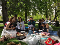 A picnic with Judit, Enrique and Ruth (we met them months ago in Seville)