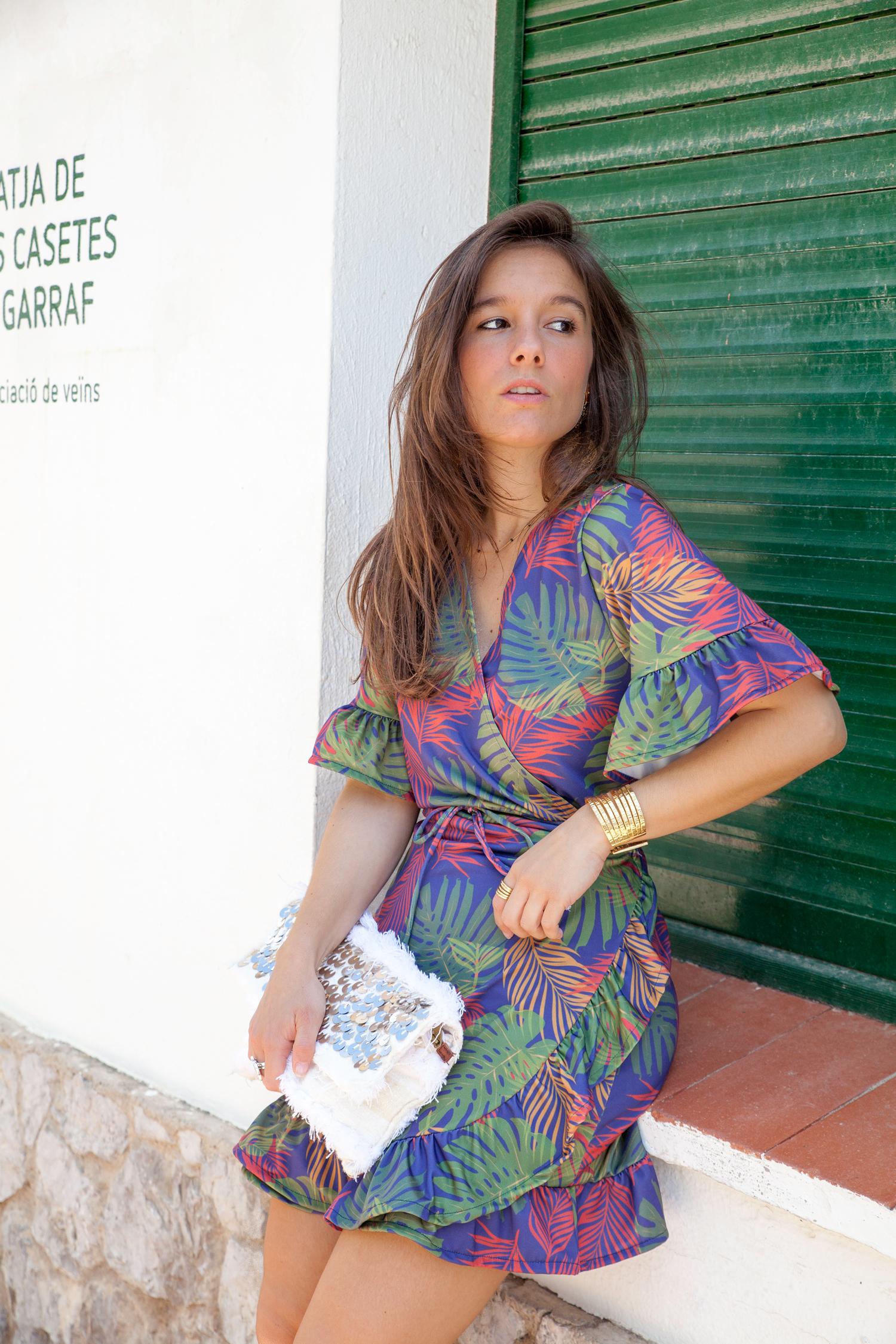 ac334f1b1 Vestido cruzado estampado Rüga ideal para verano.  01 vestido cruzado estampado rüga theguestgirl fashion influencer barcelona