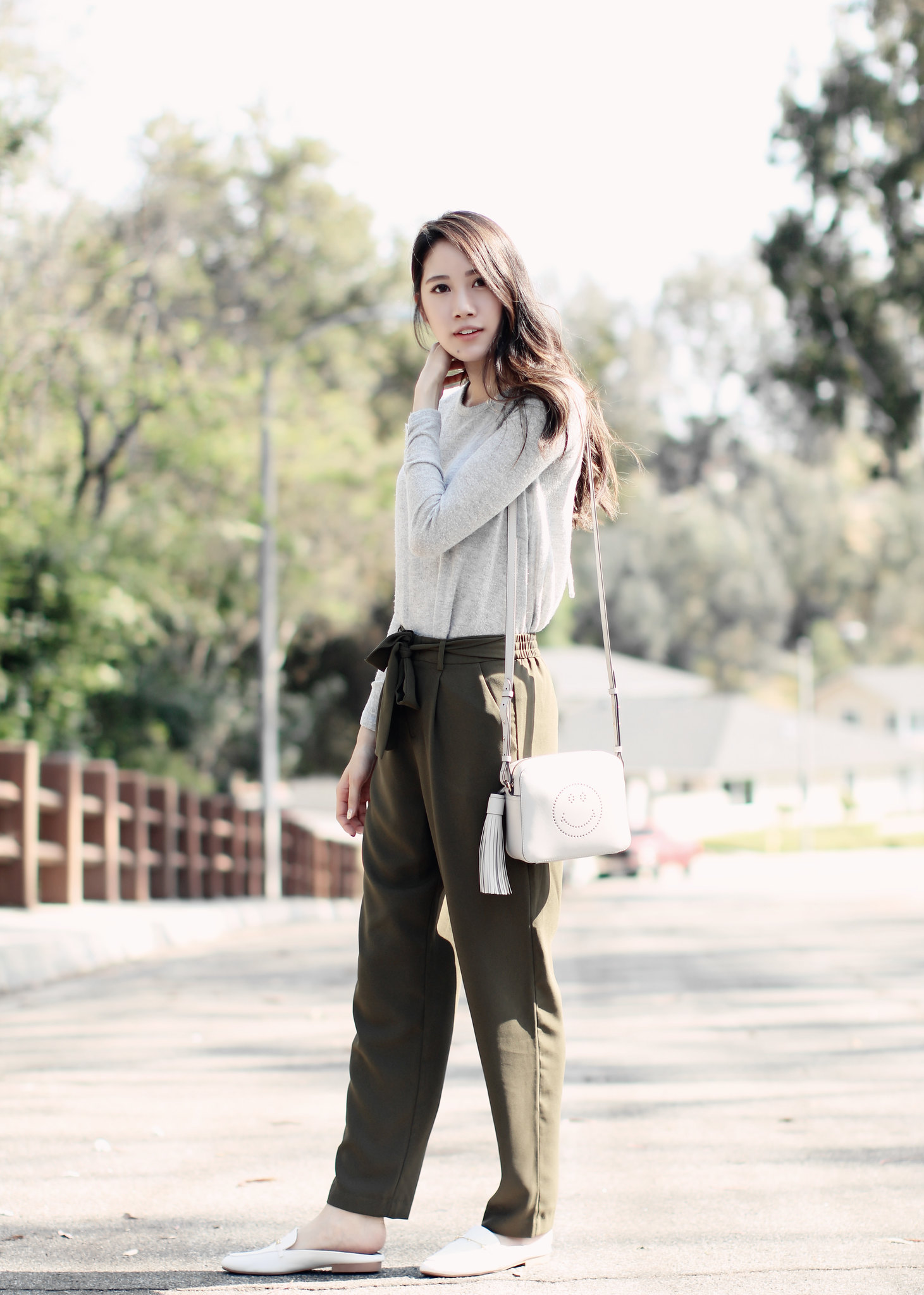 4950-ootd-fashion-style-outfitoftheday-wiwt-streetstyle-forever21-f21xme-anyahindmarch-mules-loafers-trousers-elizabeeetht-clothestoyouuu