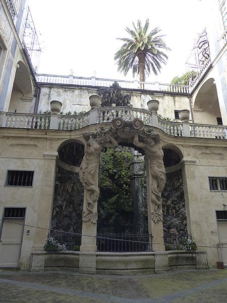 fontaine du palais