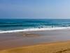 Precioso tiempo y olas en la playa de Zarautz
