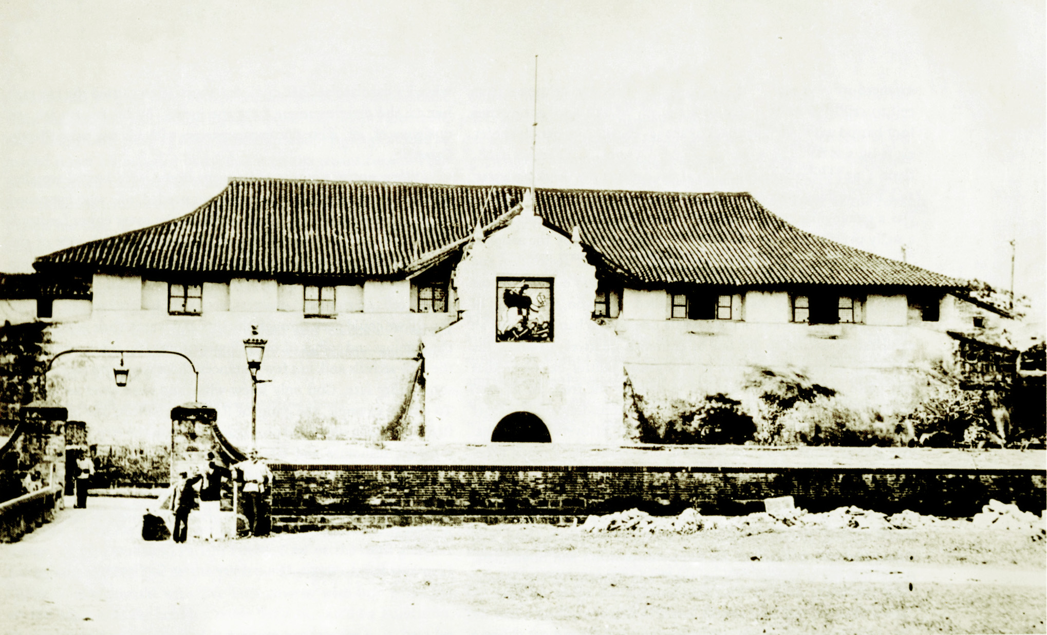 The main gateway to Fort Santiago, Manila, as seen in 1880. The building was destroyed during the July 1880 earthquake that affected Luzon Island.