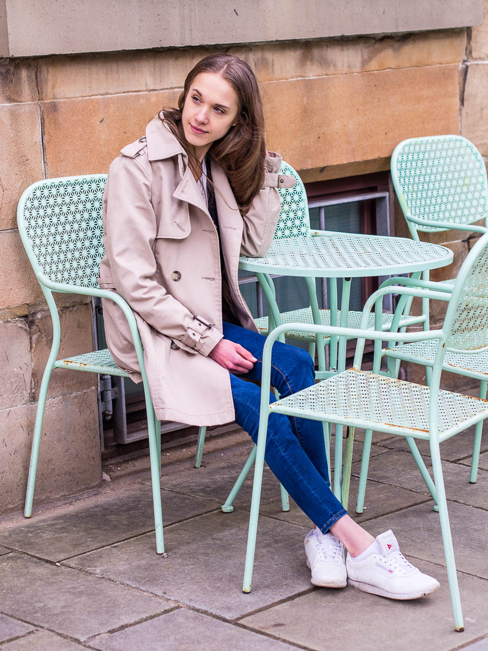 trench-coat-and-jeans-outfit-inspiration-spring-fashion
