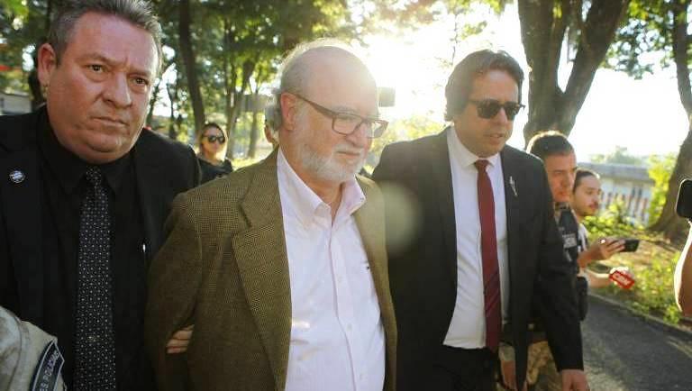 Ex-governador de MG se entrega à polícia; ficará preso em quarte da PM, Azeredo é preso