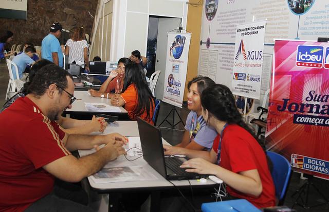 Manaus 02.05.18. entrega da documentação para o bolsa idiomas Espi.