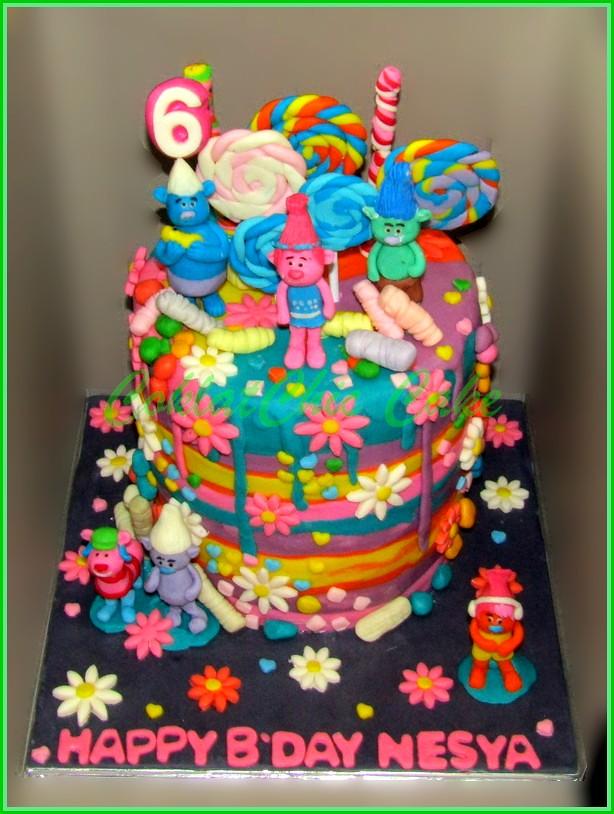 Cake Trolls NESYA 15 cm tinggi