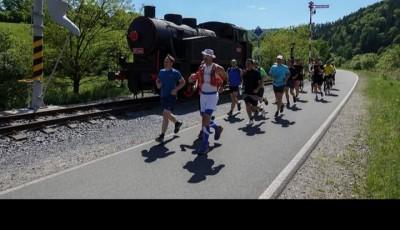 Dvořák běží pátý den ze západu na východ republiky a má před sebou závěrečnou stovku