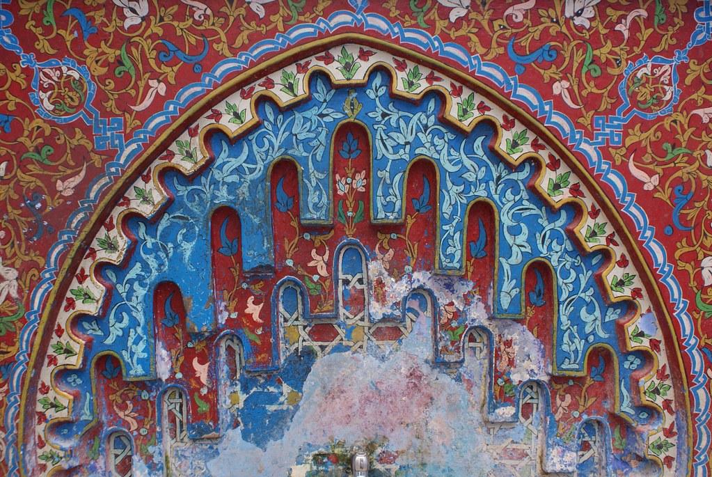 Chefchaouen, détail d'une fontaine colorée.