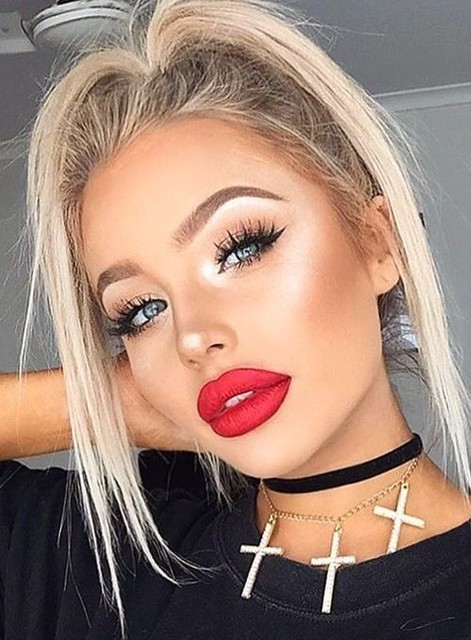 Makeup Tips : Bright Lipstick Makeup Idea