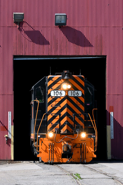 W&LE 106 w/ #565 Spotting Gons at Austin Master Services Martins Ferry OH