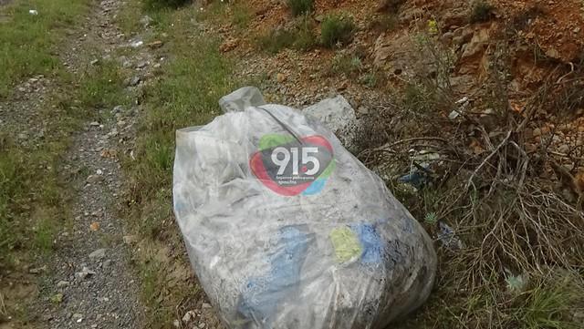 Σκουπίδια στο δρόμο Τρίπολης-Μεγαλόπολης-Γιαννακούρας