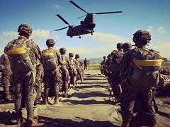 """Los #paracaidistas del Regimiento de Caballería """"Lusitania"""" n.º 8 realizan instrucción #paracaidista"""