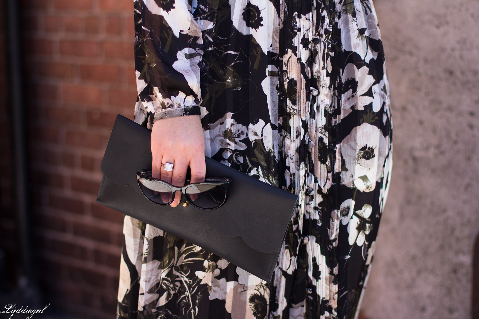 black and white floral midi dress, matine scalloped clutch, spring outfit-6.jpg