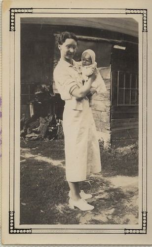 PB10080 PC Daughter and baby of Mrs Howe c1920