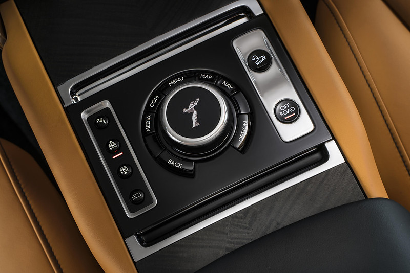 2019 rolls royce cullinan world premiere carbonoctane 11