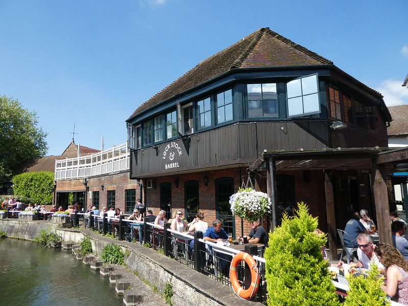 Lock, Stock & Barrel pub at Newbury Lock, Kennet & Avon Canal