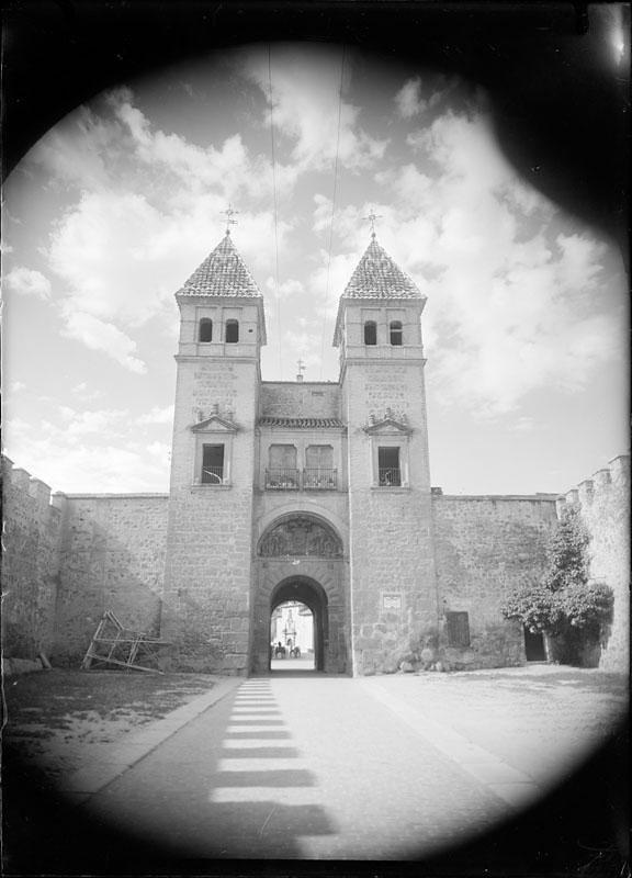 Puerta de Bisagra. Fotografía de Juan Miguel Pando Barrero © Fototeca del IPCE signatura PAN-014032_P