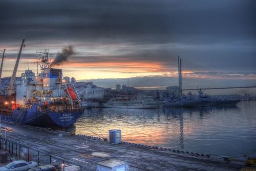 Port of Vladivostok in morning on 05-05-2018 (P7700) (1)