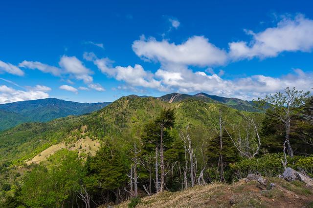 国師ヶ岳、水晶山、雁坂嶺@笠取山の西側の肩
