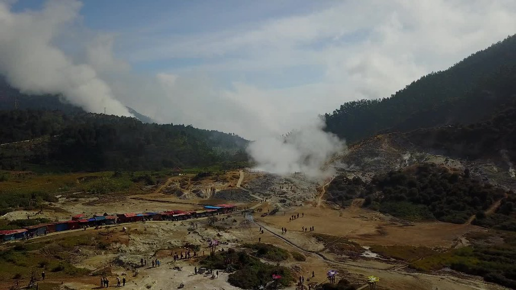 Sikidang Crater, Dieng