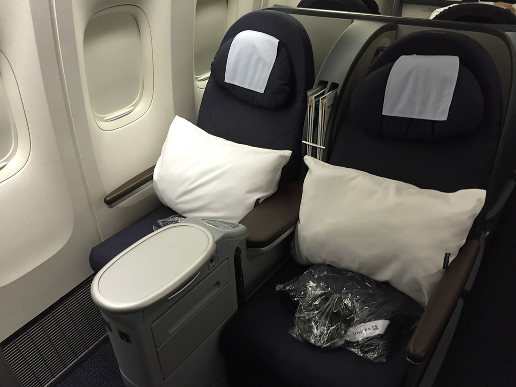 Lay flat domestic business class seats | United SFO-IAD