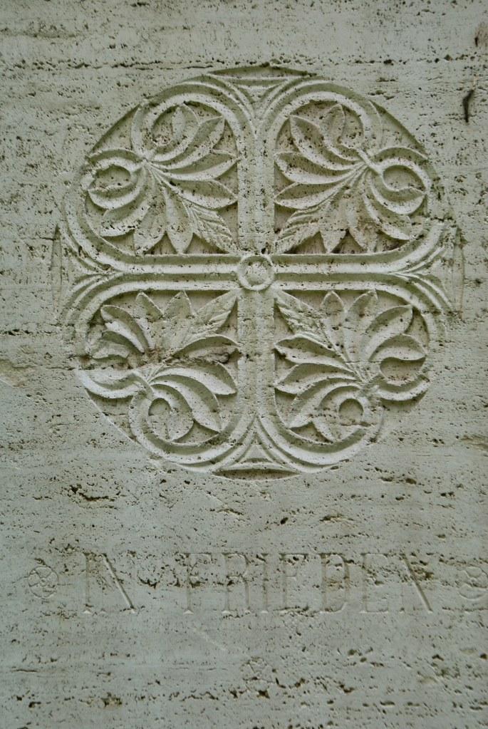 Motif végétal au cimetière protestant ou non-catholique de Rome.
