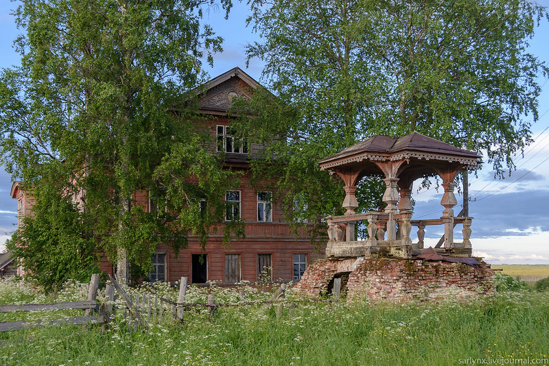 Village Field. Wooden modern and carved motifs of the village, Ivan, which, the building, Maksimovich, which, Maksimovic, now, see, only, Ivanovich, means, Maksimovich, Ivan, rich, once, VKontakte, home, part, more