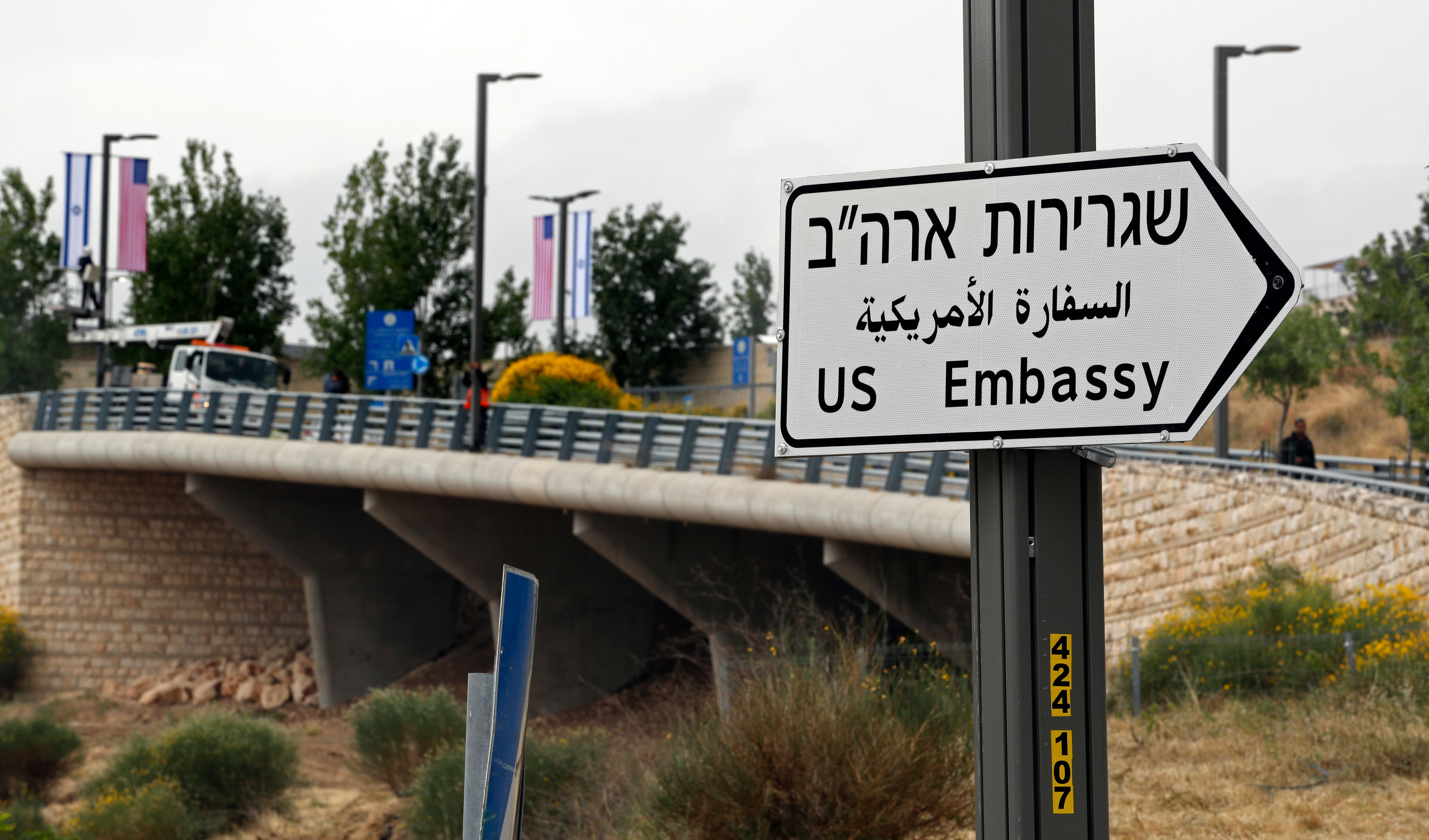 ISRAEL-US-EMBASSY-SIGNS