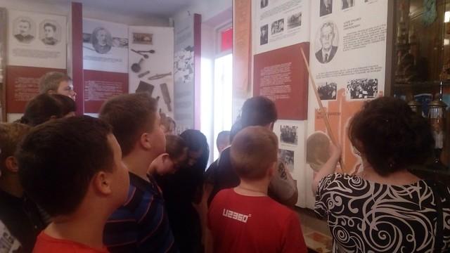 Екскурсія до шкільного музею, 6 клас